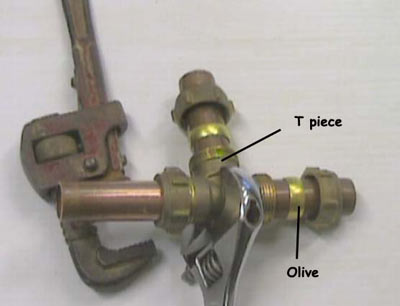 Inserting a T-piece section of copper piping