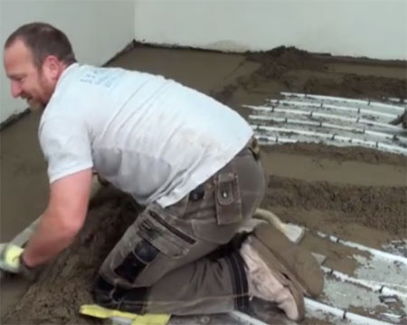 How to lay screed on top of underfloor heating pipes