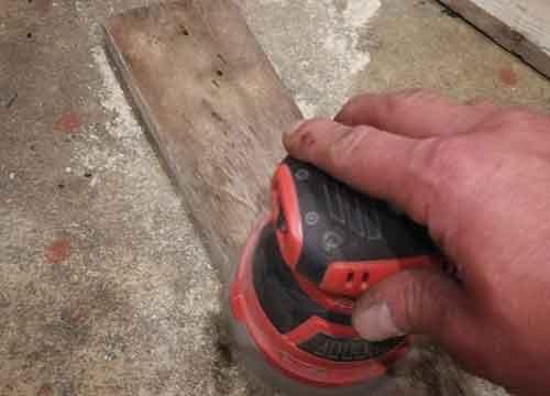 Sanding down pallet slats for floor