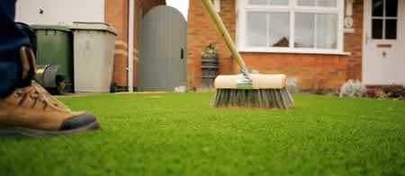 Dressing an artificial lawn
