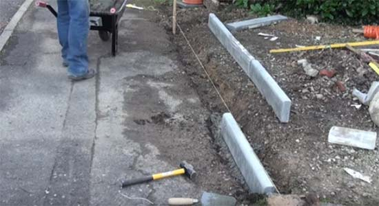 Laying concrete edging stones
