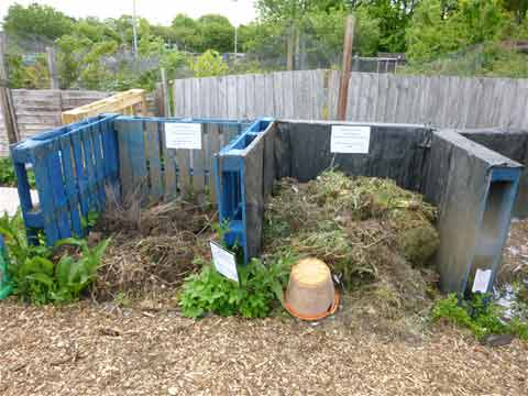 Double bin compost heap