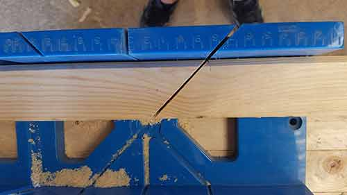 Architrave mitre joint cut
