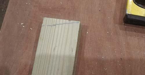 Cutting angle marked on batten