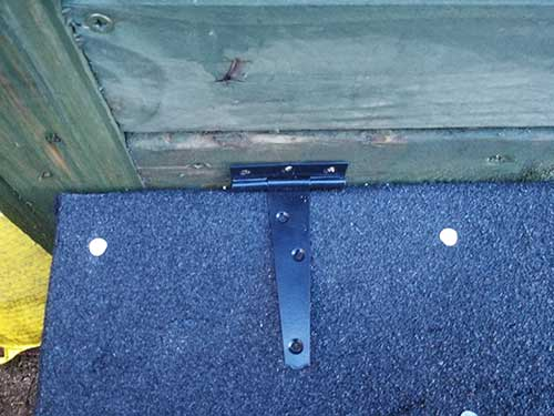 T-hinge fixed in place on roof