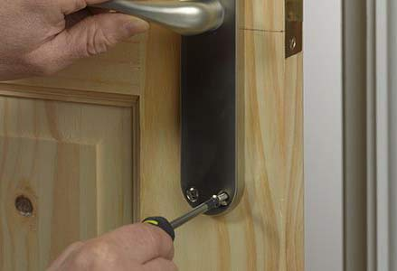 Removing lock barel from door