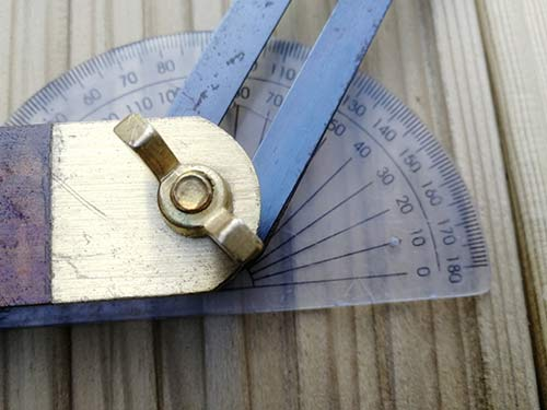 Setting an angled bevel using a protractor