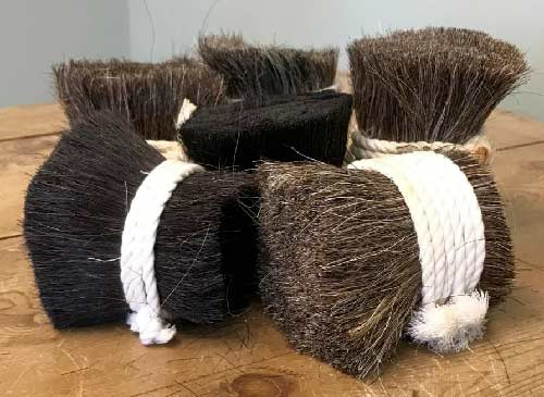 Horse hair that can be used to strengthen a lime plaster mix