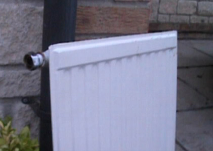 Radiator standing upside down to prevent leakage