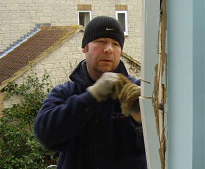 Levering off window side or jamb with a chisel