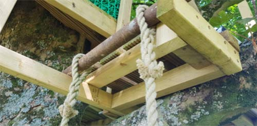 Rope ladder spliced hanging eyes