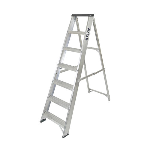 Swing back step ladder