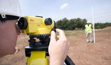 Using an optical level on site