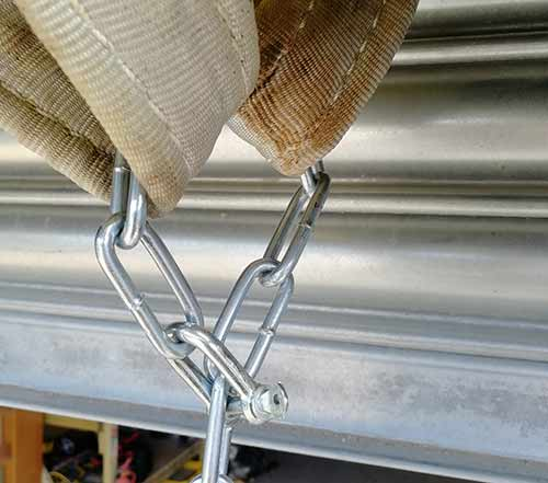 Tyre swing chain attached to lifting strap