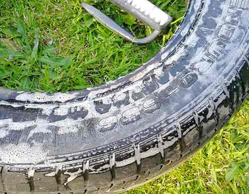 Thoroughly clean the tyre swing tyre