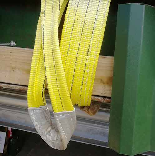 Lifting strap for hanging tyre swing