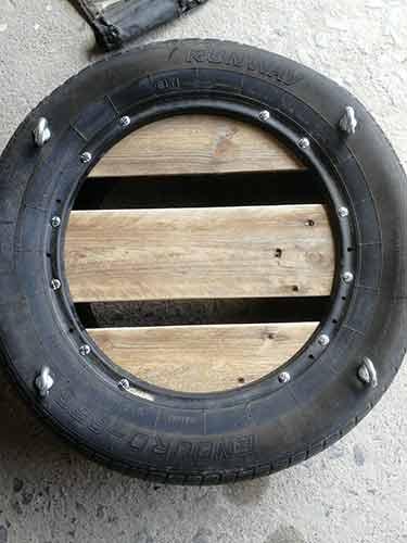 Pallet slat seat fixed to tyre swing