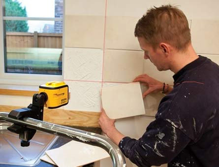 Level fixed to a rail and levelled