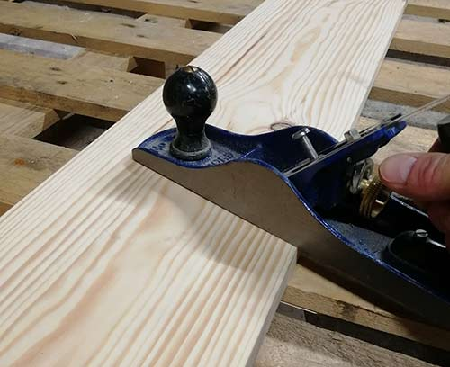 Plane across timber width for cupping